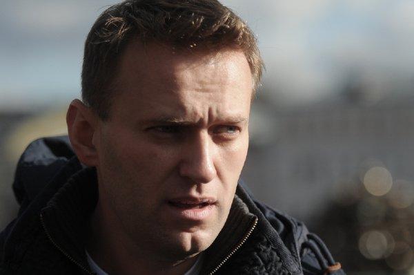 Навальный считает траур по жертвам пожара в Кемерово «идиотским»