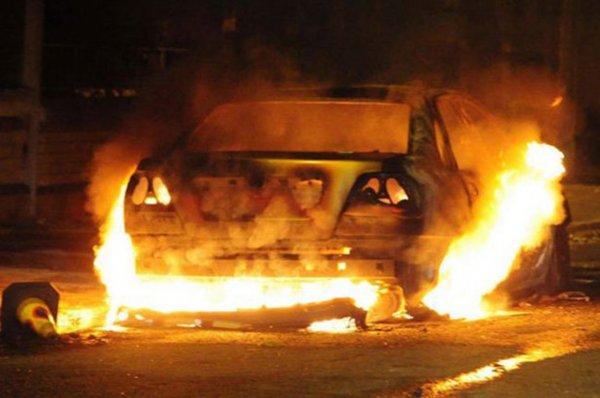 В Челябинской области вспыхнуло и дотла выгорело такси
