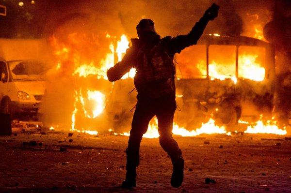 Львовские радикалы подожгли польский автобус