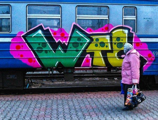 В Днепропетровской области вандалы остановили электричку для граффити