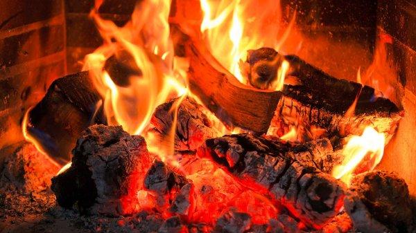 В Сочи эвакуируют людей из горящего дома