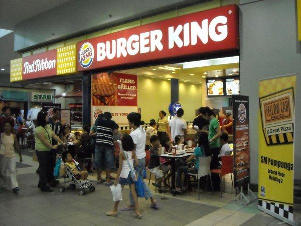 В ереванском Burger King в результате взрыва пострадали люди