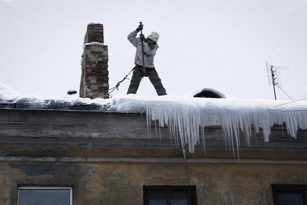 В Перми младенец оказался в реанимации из-за упавшего с крыши снега