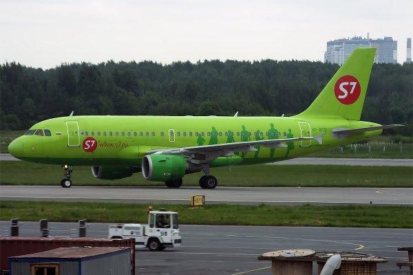 Рейс Москва-Берлин отложили на два часа из-за поломки двигателя самолета