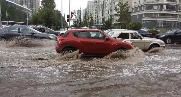 Воронежский водитель снял на видео «морские волны» на Беговой
