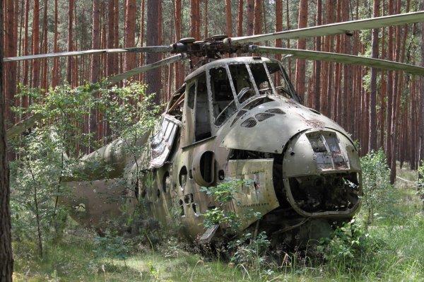 Появились фото и видео с места падения вертолета Ми-2 на Ставрополье
