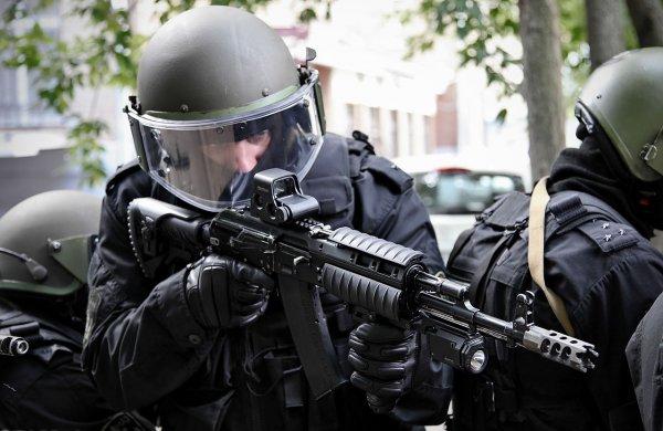 Два жителя КБР подготавливали теракт против полицейского