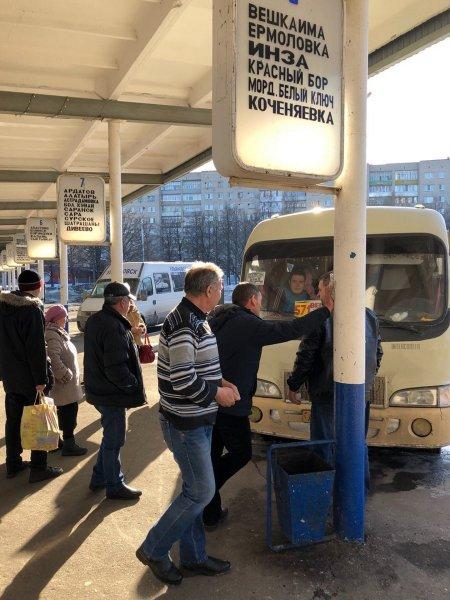 На автовокзале Ульяновска людей с билетом заставили ночевать на вокзале