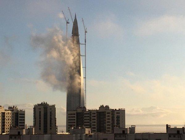 Апокалипсис в Петербурге: Из «Лахта Центра» начал валить дым