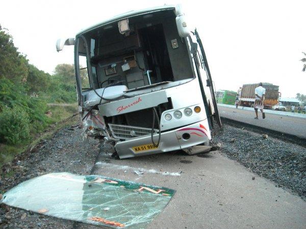 Автобус с молодёжной командой по хоккею попал в ДТП в Канаде, 14 погибших
