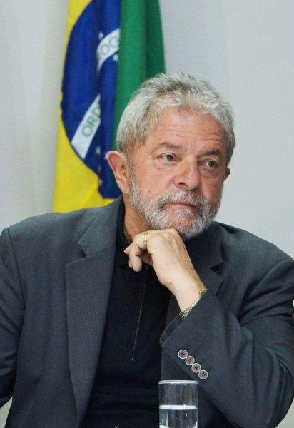 Экс-президента Бразилии доставили к месту заключения