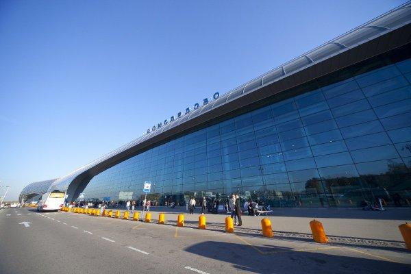 Пассажиры стали свидетелями «ливня» в аэропорту Домодедово