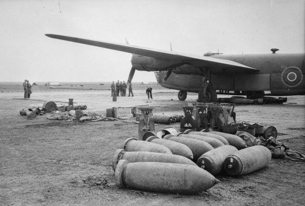 В ФРГ эвакуировали более 26 тыс человек из-за бомбы времен Второй мировой
