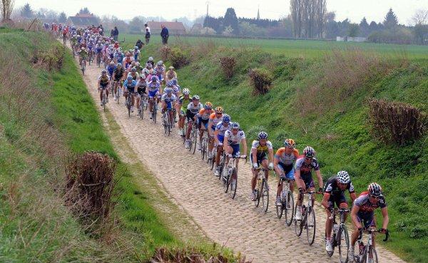 Бельгиец Михаэл Голардс пережил остановку сердца во время велогонки «Северный ад»
