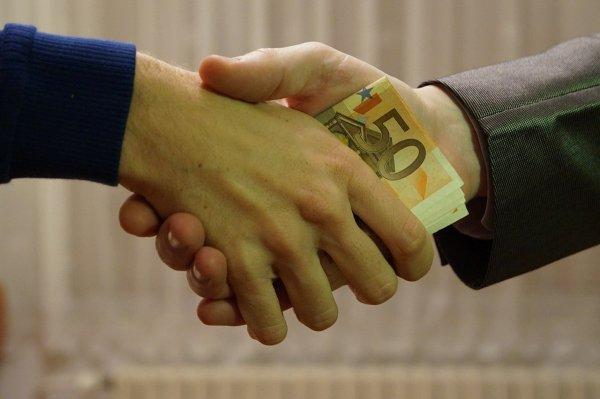 В Оренбурге преподавателя техникума обязали выплатить штраф за взяточничество