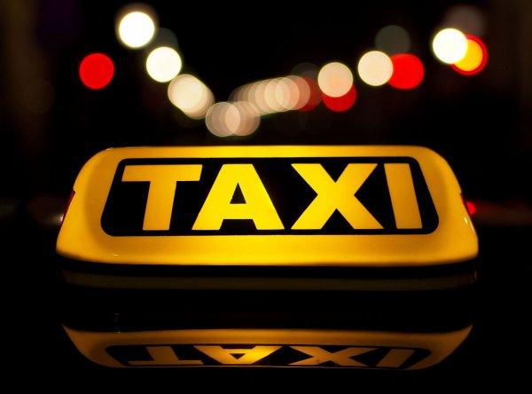 В Ростовской области решившие ограбить офис таксисты попали на видео