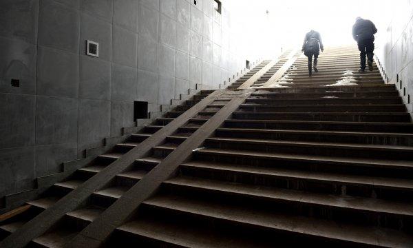 Дорогу мажорам: Московские лихачи похвастались ездой по подземному переходу