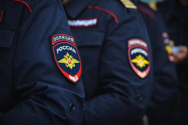 В Подмосковье водитель специально въехал в участок полиции для испуга пассажиров
