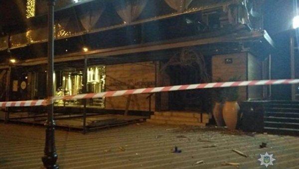 В центре Киева неизвестный обстрелял здание из гранатомета