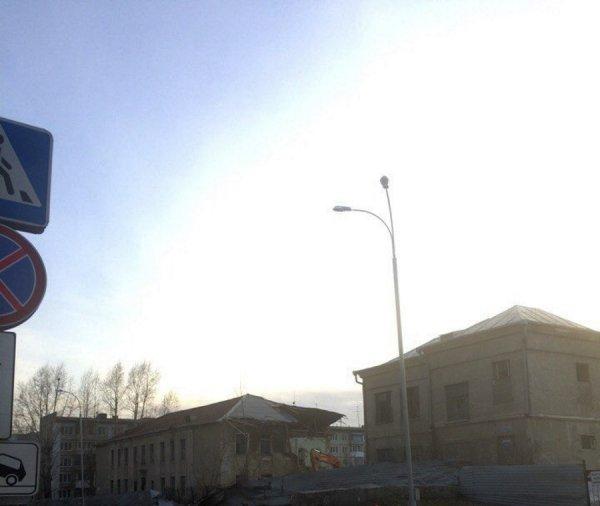 В Кемерово начали снос пустующего годами здания