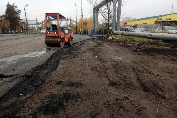 В Перми асфальт кладут в грязь