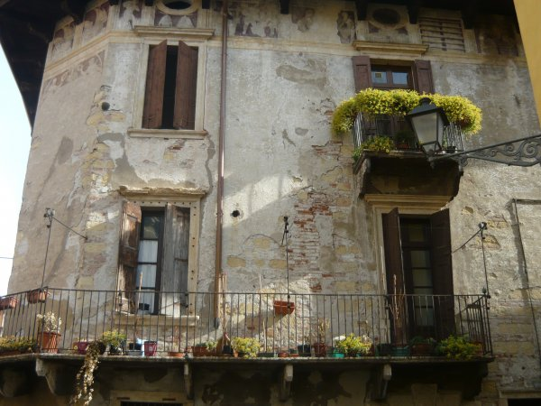 В Италии покупатель дома обнаружил на диване мумию его бывшего владельца