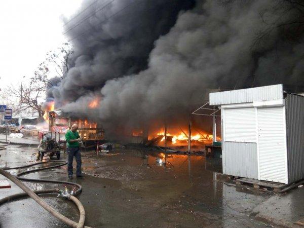 Власти сообщили о причине пожара на рынке в Нальчике