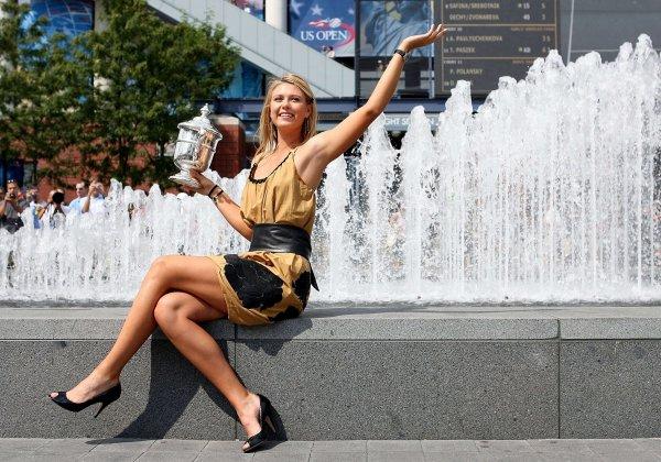 В Сочи голая женщина нырнула в фонтан ради любви