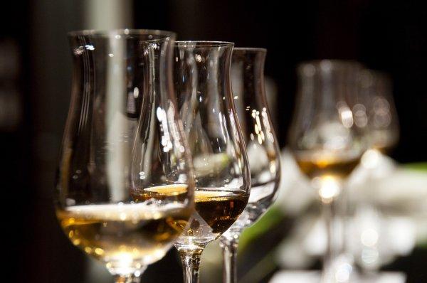 Девять подростков из Тувы отравились суррогатным алкоголем