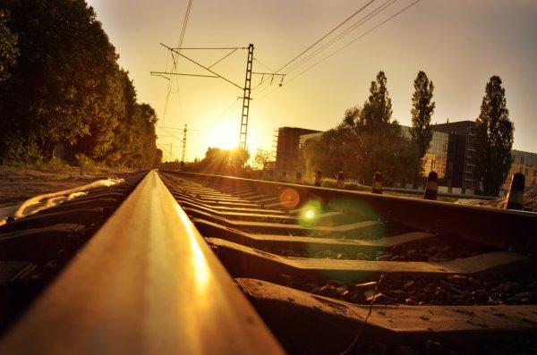 Два грузовых поезда сошли с рельс под Новосибирском