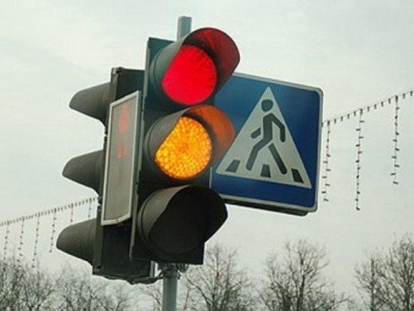 На Украине планируют отменить желтый цвет светофора