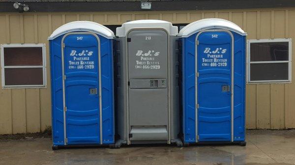 Туалетная кабинка прогулялась по улицам штата Колорадо