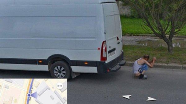 Припекло: Справляющий нужду житель Пскова попал на панорамы «Яндекса»
