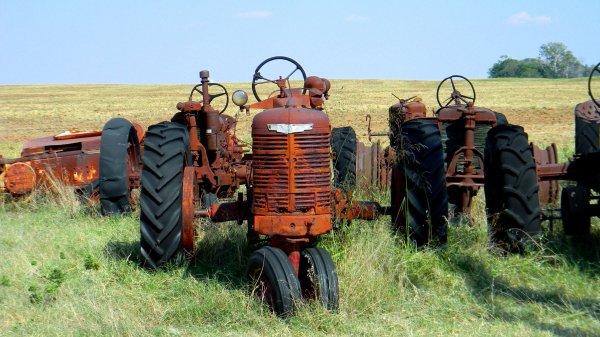 Под Волгоградом фермера придавило разбрасывателем с удобрениями