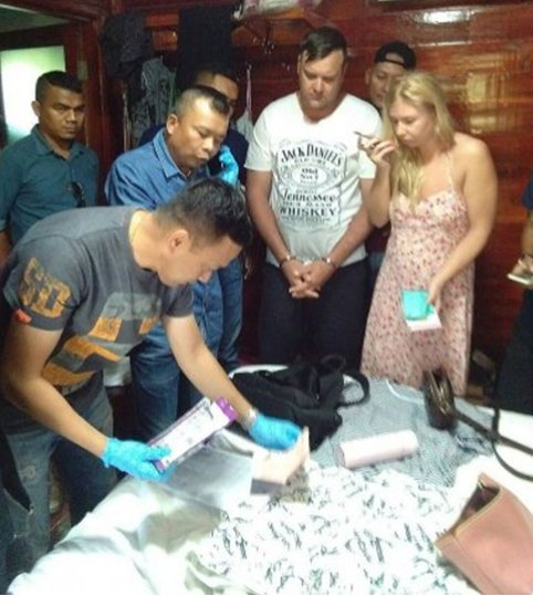 Турист из России украл в Таиланде iPhone X у продавщицы магазина одежды
