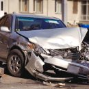 В Южно-Сахалинске женщина разбила машину молотком