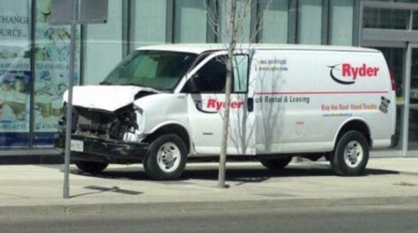 Количество жертв наезда в Торонто увеличилось до 10 человек