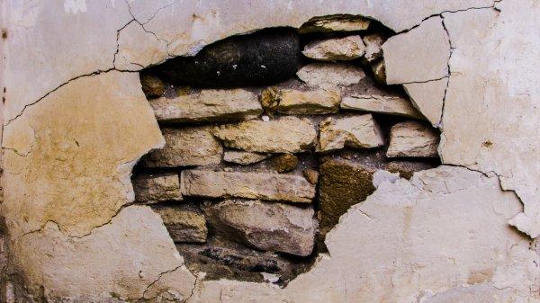 В Чебоксарах после капитального ремонта треснул дом