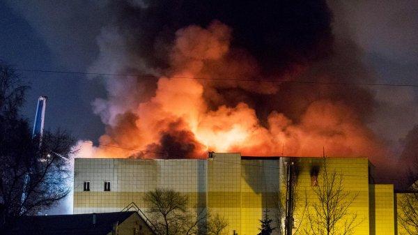 О пожаре в «Зимней вишне» сообщили из дома напротив