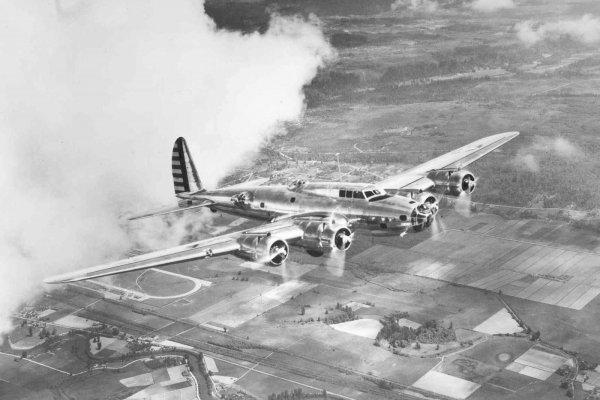 В США из-за падения самолета времен Второй мировой погибли два человека
