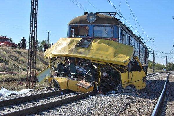 В Индии 13 детей стали жертвами ДТП с участием поезда и автобуса