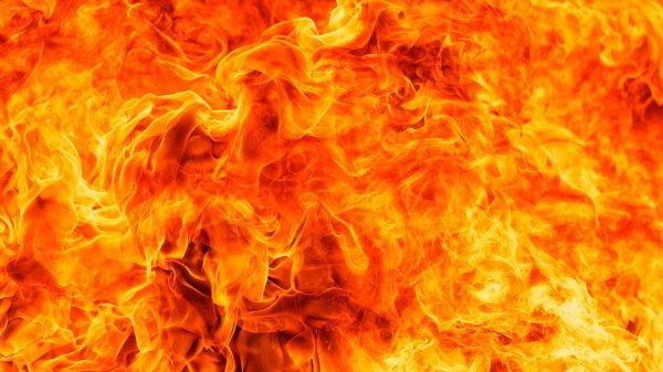 В Кемерово загорелось здание общежития на проспекте Ленина