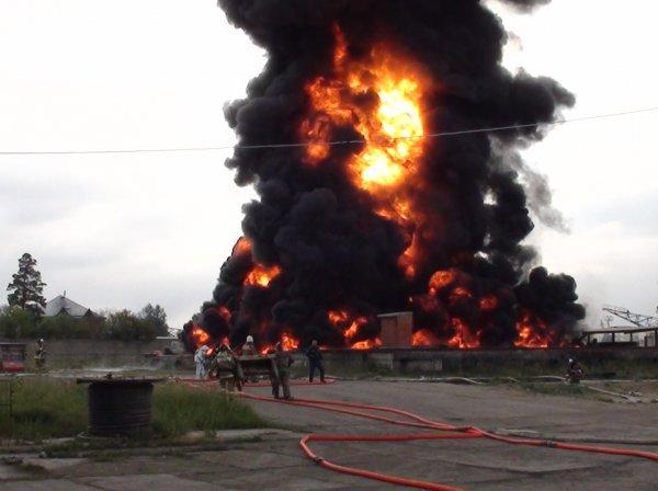 В Смоленской области загорелся резервуар с горючим