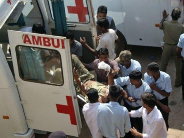 В Индии погибли 6 человек из-за падения в овраг