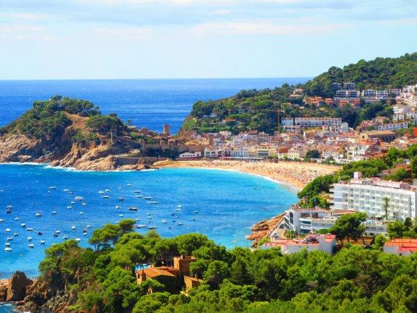 Турист и две обнаженные девушки влетели на Rolls Royce в магазин в Испании