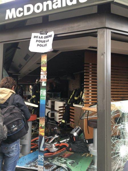 В Париже первомайская демонстрация претворилась в массовые беспорядки