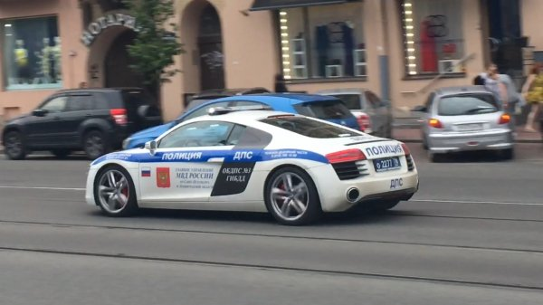 Виновника ДТП в Петербурге ловили 8 инспекторов ДПС