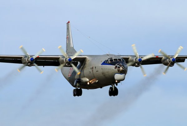 Пилот Ан-12 умер при перелете в Египет