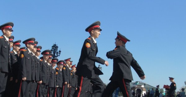 Кадеты Суворовскоо училища почувствовали себя плохо при репетиции парада Победы