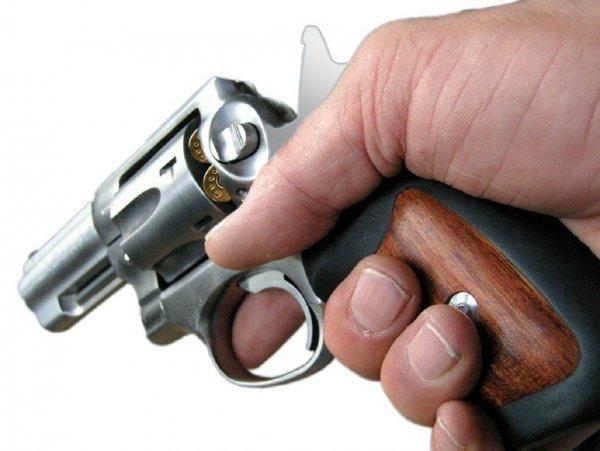 В Украине депутат на заседании горсовета ответил обидчикам стрельбой